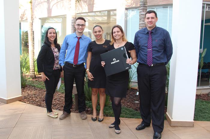 Jaqueline Borges da Luz (ao centro) acompanhada da equipe do Iguassu CVB e Hotel Nadai