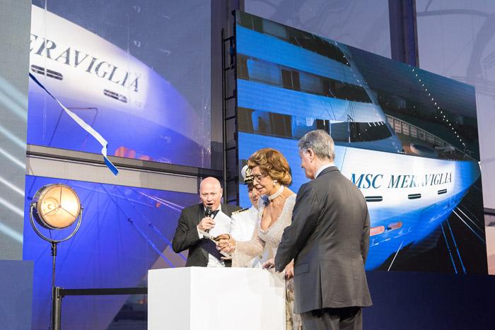 Madrinha da MSC Cruzeiros, Sophia Loren, corta a fita com o presidente do Grupo MSC, Gianluigi Aponte