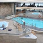 Piscina Bamboo, espaço com bar, piscina coberta e duas hidromassagens