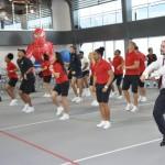 Quadra poliesportiva vira pista de dança para as festas noturnas
