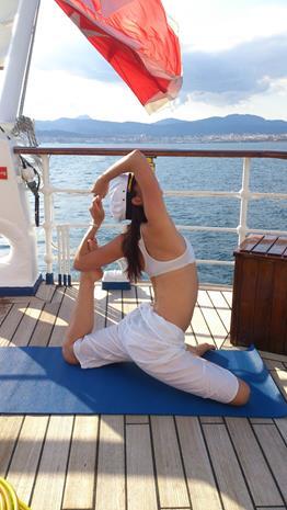 Ioga é parte das atividades do navio (Foto: divulgação)