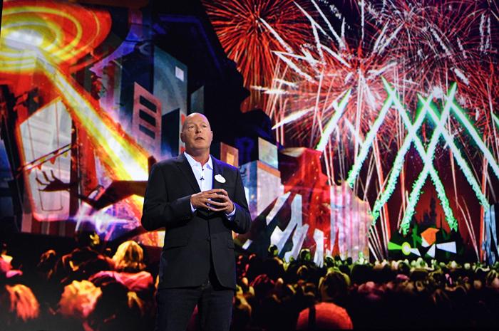 O Chariman da Disney, Bob Chapek, foi ao palco da D23 Expo, frente a 7 mil pessoas, e anunciou as grandes novidades