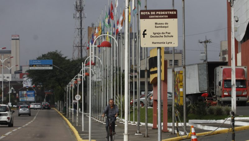 Cidade recebeu placas de sinalização
