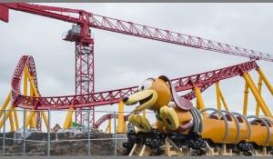 Toy Story Land recebe primeiro carro do Slinky Dog Dash