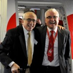 A alegria de José Efromovich e Tarcísio Gargioni na chegada ao Chile