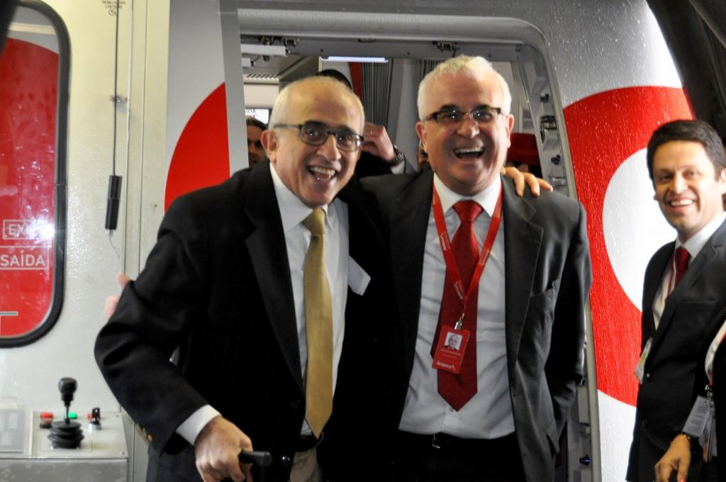 É a alegria de José Efromovich e Tarcísio Gargioni, como esta na chegada da Avianca Brasil ao Chile, que ficará marcada na história