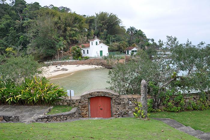 A ilha da Piedade, antiga ilha de Caras com a igrejinha ao fundo