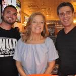 Eric Bonesteel, do Wild Florida, com Elaine Blazys e Patrick Yvars, do Visit Orlando