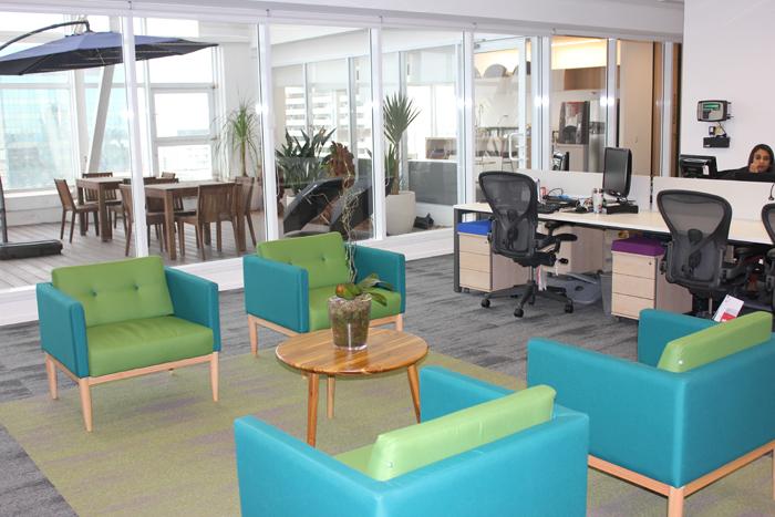 Escritório aberto tem também espaço para encontros informais