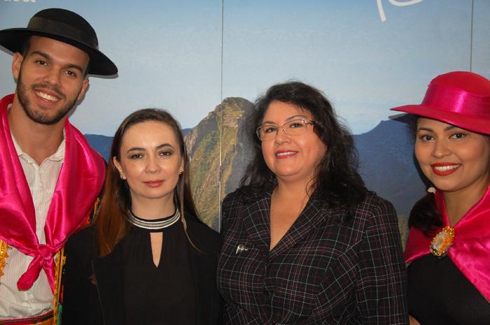Fanny Thivierge, da PromPerú e Milagros Ochoa, representante do Peru no Brasil