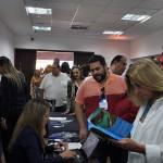 Grande volume de agentes de viagens e representantes do trade na abertura