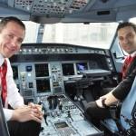 O piloto e co-piloto deste voo inaugural, Francis Barros e Elton Cacefo