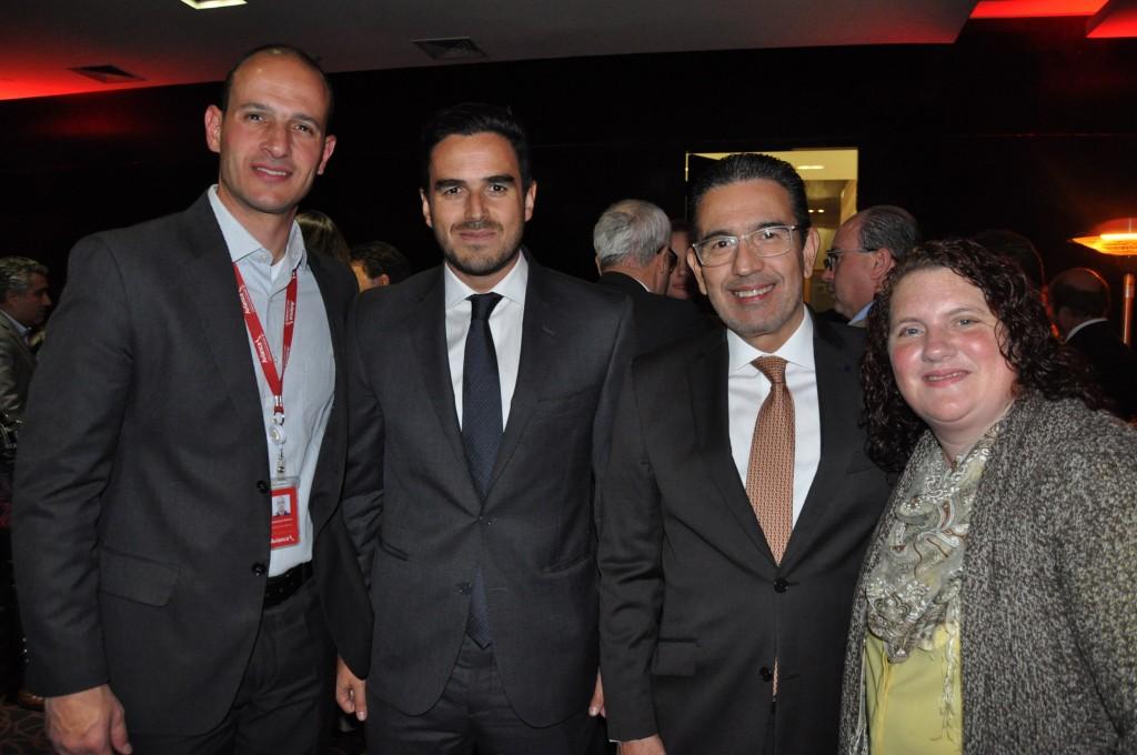 Rodrigo Napoli, da Avianca Brasil, Eduardo Ochoa, da APG, Felipe Obando, da Avianca Holdings Chile, e Rebecca Meadows, da Avianca Brasil