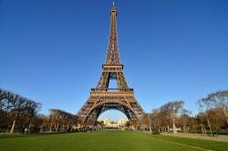 Torre Eiffel reabre para visitação após oito meses
