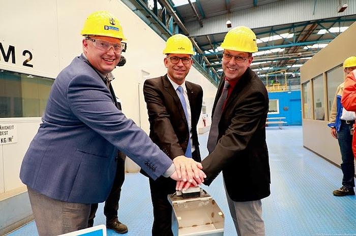 Sebastian Brunilla, Diretor de Projeto da Classe Quantum da RCCL, Stephan Schnees, Diretor de Gerenciamento de Projetos da Meyer Werft, e Carsten Pengel, Gestor de Projeto da Meyer Werft