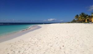 Anguilla programa reabertura total para turistas em novembro