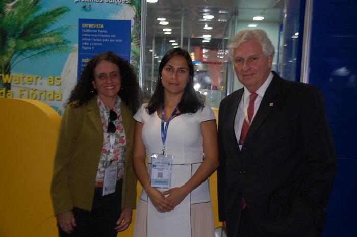 Aline Schneider e Manuela Tombellini, do Inea, e Luiz Garcia, do Setur-RJ, estão divugando a ação na Abav Expo