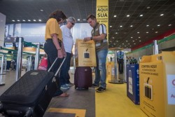 Aeroporto de Brasília promove ação para medir mala de mão