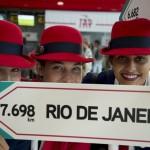 Comissárias recepcionaram os passageiros do voo para o Rio de Janeiro
