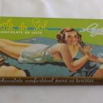 Foram distribuídos chocolates com embalagens da época
