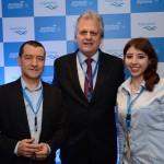 Ivan Blanco Cadahia e Mariana Campos, da Aerolíneas Argentinas, e Edmar Bull, presidente da Abav Nacional