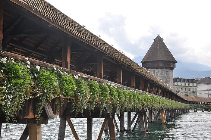 Ponte da Capela e a Torre da Água, em Lucerna