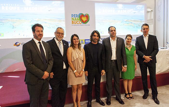 Representantes do governo de Pernambuco e da Air Europa após anúncio da nova rota Madri-Recife - foto Divulgação