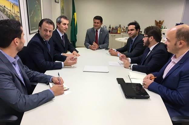 Tufi Michreff, ao centro, e equipe, diretor Gilson Lira, da Embratur, secretário Jaime Recena, com os executivos da Copa Airlines