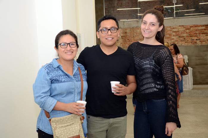 Katherine Curo, Richard Gonzales, e Ariadne Pereira, do Escritório Comercial do Peru