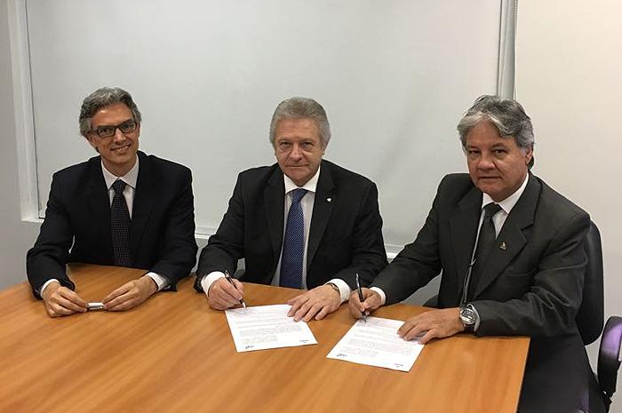Marco Ferraz, presidente da CLIA Brasil,  Renê Hermann, presidente do Conselho de Administração da CLIA Brasil, e Márcio Santiago, presidente do Brasil Convention,