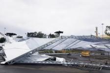Vendaval destrói estrutura metálica do desfile de abertura do Natal Luz de Gramado