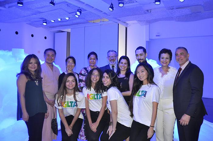 Representantes da IGLTA, TGK e Air Canada com estudantes da USP, voluntárias do evento