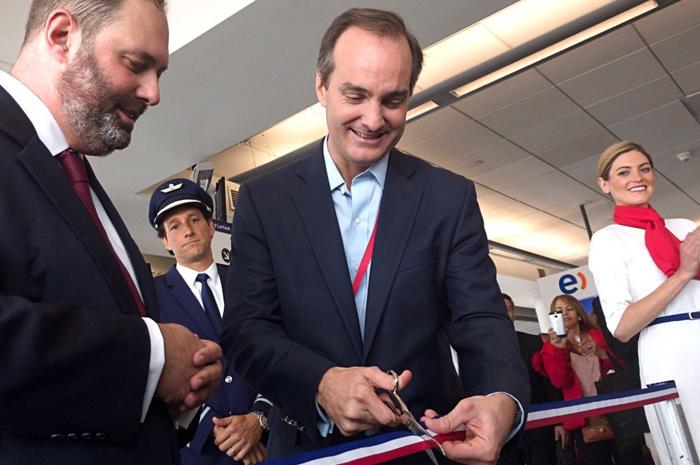 Phillip Dalidakis, Ministro de Empresas, Inovação e Comércio do Governo do Estado de Victoria,  na Australia, e Fernando Poitevin, VP de Serviços da LATAM