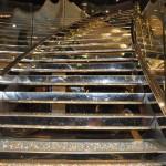 A famosa escada de Swarovski; cada degrau custa em torno de 5 mil euros