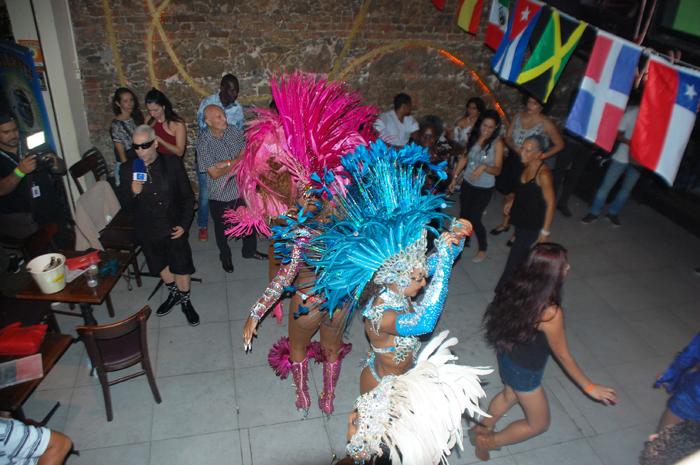 As tradicionais mulatas animaram a festa
