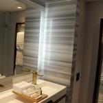 Banheiro com luzes de LED