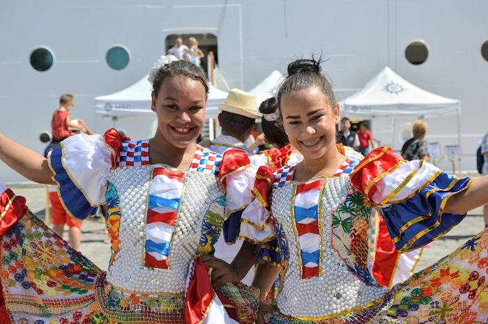 Os turistas foram recepcionados com pessoas vestidas com roupas tradicionais de alagoanas e apresentações musicais (Foto: Divulgação)