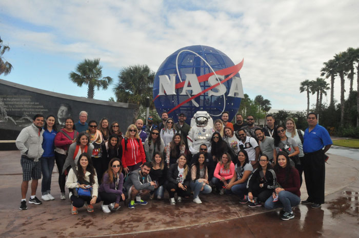 Grupo visitou o Kennedy Space Center no domingo (12)