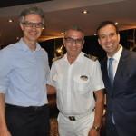 Marco Ferraz, da Clia Brasil, Giuseppe Galano, comandante da MSC, e Adrian Ursilli, da MSC