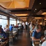 Restaurante buffet fica aberto 20 horas por dia