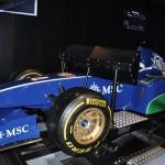 Simulador de carro de corrida é uma das experiências a bordo
