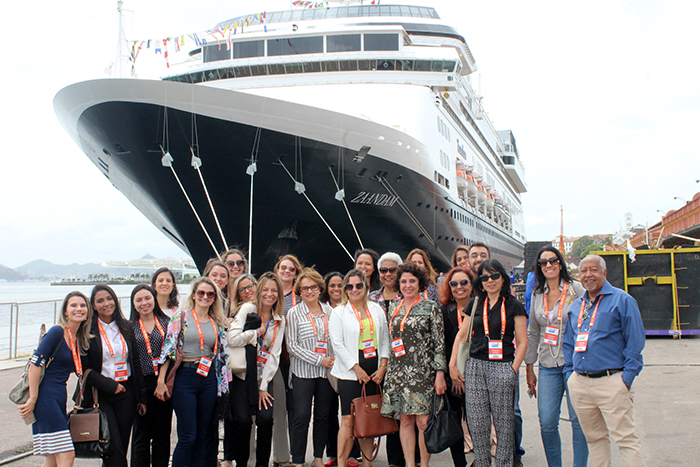 Um grupo de 26 agentes de viagens realizou uma visita técnica ao navio