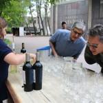 A hora que todos esperavam era degustar os vinhos da bodega