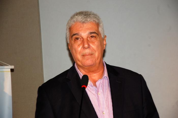 Alfredo Lopes saúda os convidados