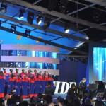Andrea Bocelli cantou juntamente com as criaças da Andre Bocelli Foudation