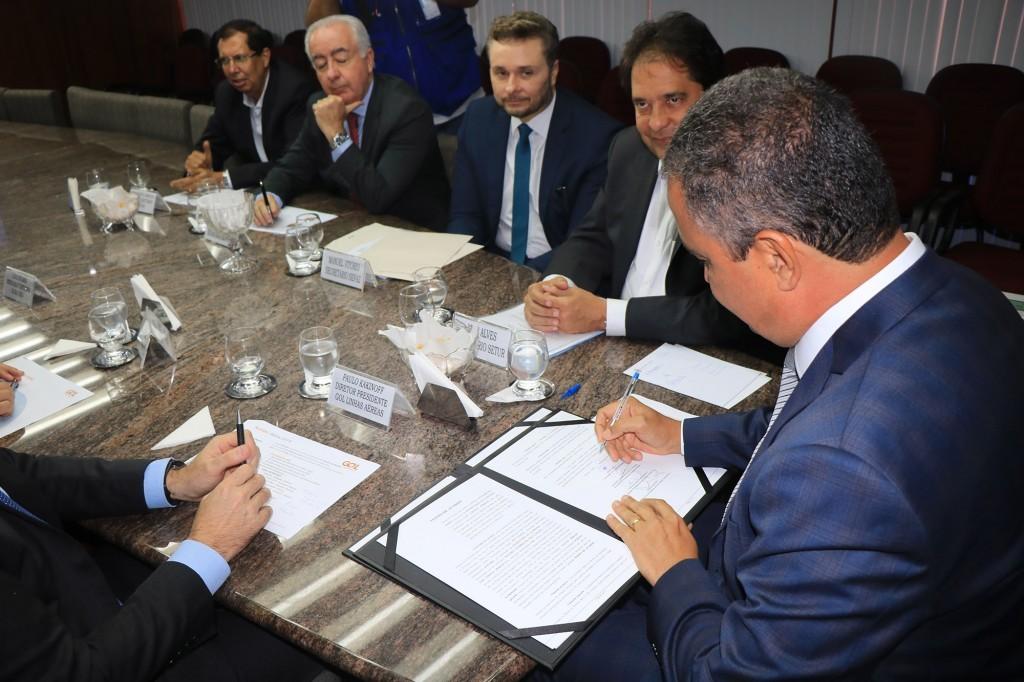 Assinatura que marcou voo entre Salvador e Rosário