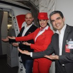 Frederico Pedreira, Isadora Caldas e Marcius Moreno, da Avianca, posam para as lentes do M&E