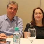 Luis Strauss, da Promotional, e Débora Quaglio, da Flytour