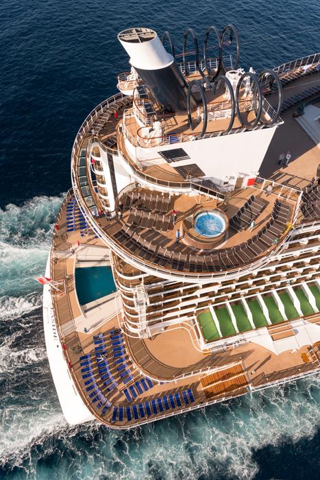 Navio conta com piscina no deck 7, passando a sensação de proximidade com o mar
