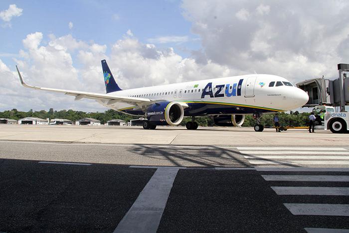 O avião da Azul chega a Belem